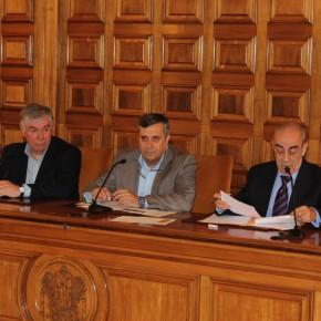 Los representantes del Partido Popular abandonan la comisión sin escuchar al expresidente, José Manuel Tofiño.