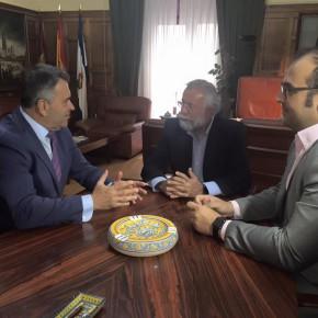 Ramón Molinary Diputado en Cortes visita el Ayuntamiento de Talavera de la Reina