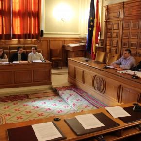 Se aprueba por unanimidad elevar al Pleno la reprobación política de Arturo García-Tizón y la puesta a disposición de su acta como Diputado.