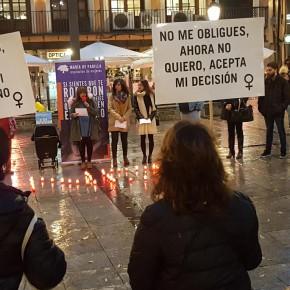 """Isabel Martín de Eugenio participa en la concentración contra la violencia de género organizada por la Asociación de Mujeres """"María de Padilla"""""""