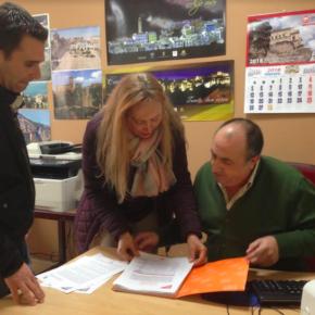 Cs registra las más de mil firmas recogidas para reclamar a Fomento un aparcamiento gratuito junto a la estación del AVE