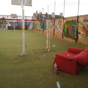 Ciudadanos pide al equipo de Gobierno el acondicionamiento de la pista deportiva del colegio El Carmen