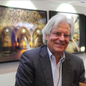Javier Nart se suma a la campaña de donación de libros para la biblioteca de Cebolla