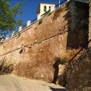 """Cs asegura que no existen informes técnicos que garanticen """"que no habrá desprendimientos en el muro del Jardín de los Poetas"""", tal y como afirmó Mariscal"""