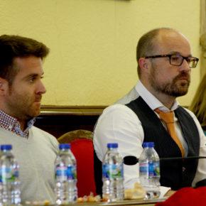 Cs critica que Antonio Román haya utilizado la sesión plenaria para dar un mitin