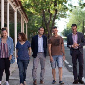 Paños se compromete con La Candelaria a mejorar el servicio de transporte y a acondicionar las viejas escuelas de Azucaica