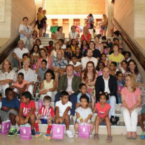 El Ayuntamiento de Albacete recibe a los niños y niñas que participarán en el Programa 'Vacaciones en Paz', de la Asociación de Amistad con el Sahara