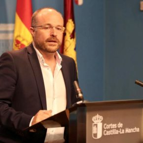 """Ruiz denuncia que PSOE y PP solo se pongan de acuerdo """"para los asuntos que les interesan a ellos y a sus colegas"""""""