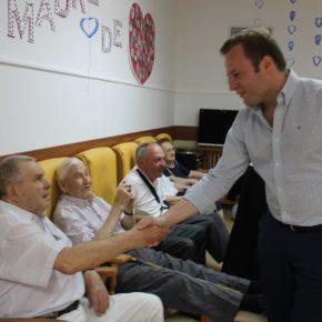 El alcalde de Albacete, Vicente Casañ, celebra el Día de los Abuelos en el Asilo de San Antón