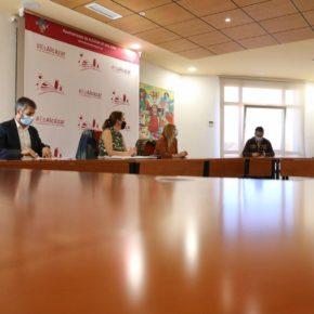López se reúne con la Asociación Luz de la Mancha para escuchar sus reivindicaciones